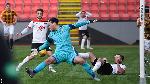 Ally Love scores for Clyde against East Fife