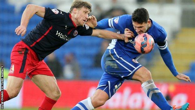 Reading's Pavel Pogrebnyak challenges Cardiff City's Sean Morrison