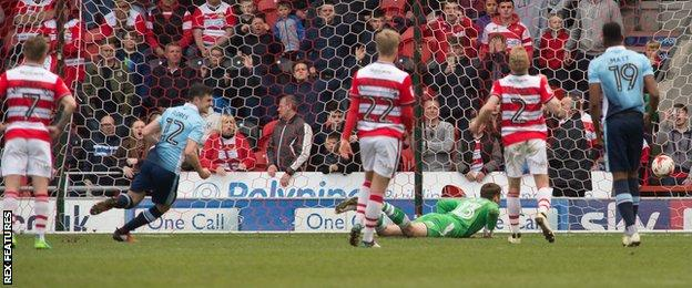 Jordan Flores scores for Blackpool
