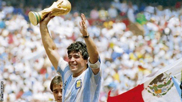 Diego Maradona: Autopsy reveals no drink or illegal drugs at time of Argentina legend's death thumbnail