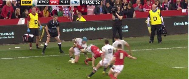 Liam Williams clever play