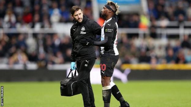 Allan Saint-Maximin going off injured