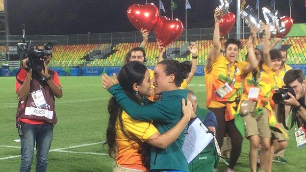 Venue worker proposes to sevens player