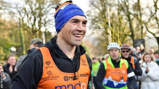 Kevin Sinfield running