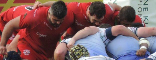 Jersey Reds and London Scottish scrum