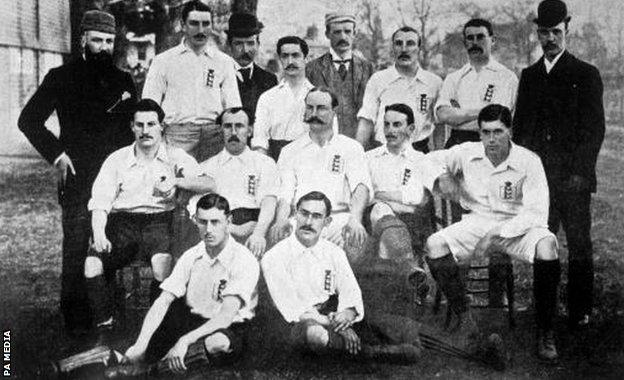 A picture of the England side from 1893 (Fred Spiksley is bottom left)