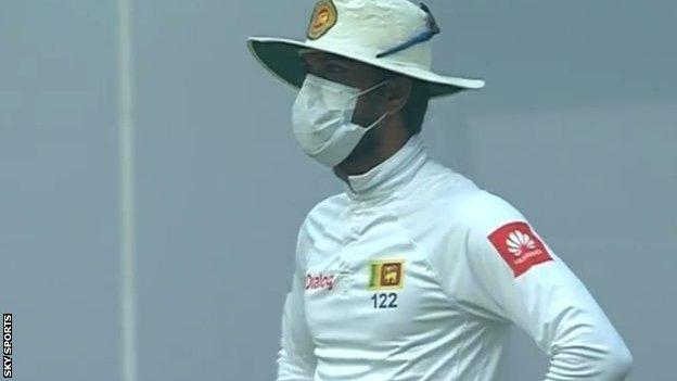 Sri Lanka captain Dinesh Chandimal wearing a mask while fielding against India in Delhi