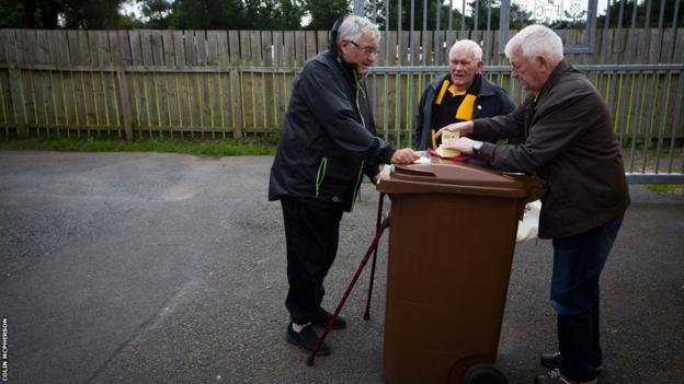 A half-time draw seller and some customers