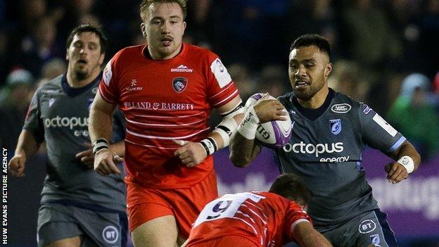 Willis Halaholo takes on Leicester's defence