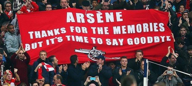 The banner criticising Wenger