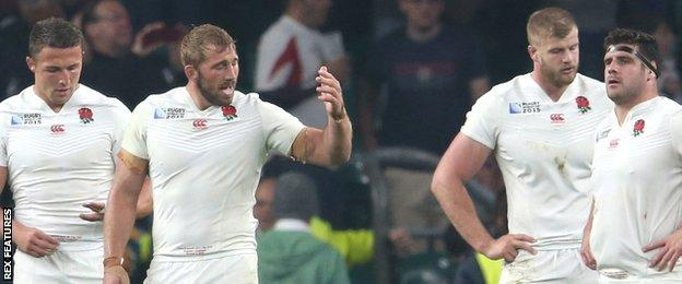 England captain Chris Robshaw gestures to his players after they concede a try to Australia