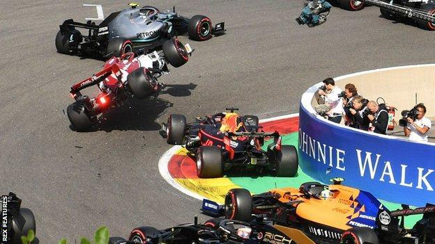 Verstappen and Raikkonen collide on the opening lap
