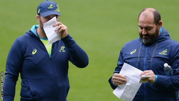 Head coach Michael Cheika and assistant Mario Ledesma