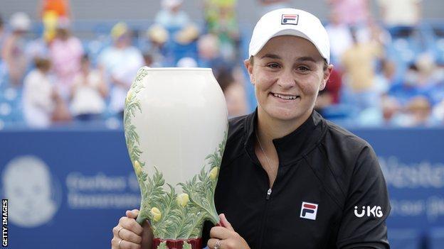 Ashleigh Barty lifts the Cincinnati Masters trophy