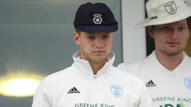Felix Organ: Hampshire batsman signs contract extension thumbnail