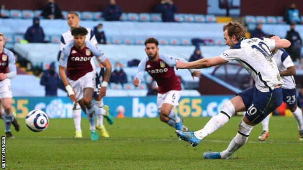 Harry Kane scores Tottenham's second