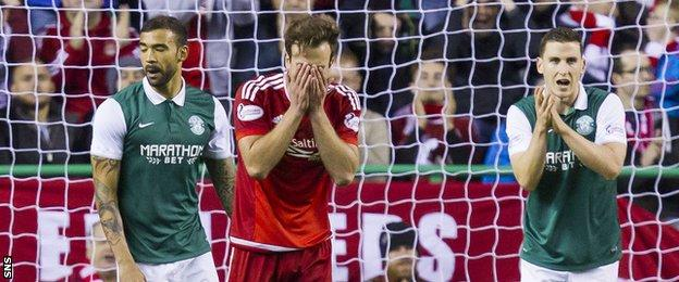 Aberdeen saw their 100% unbeaten start to the season ended by Hibs at Easter Road