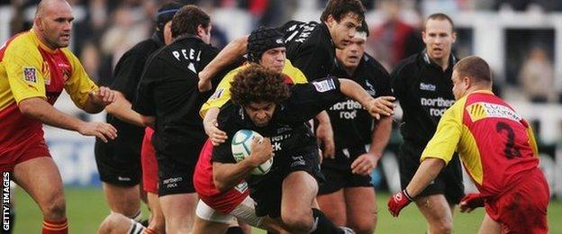 Colin Charvis (centre) is no stranger to European competition, here appearing in the Heineken Cup for Newcastle Falcons against Perpignan in 2004