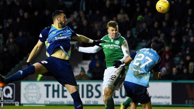 Florian Kamberi headed in his second goal to put Hibs in front