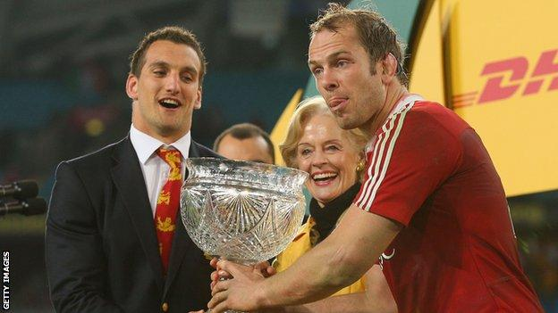 Alun Wyn Jones and Sam Warburton celebrate Lions success