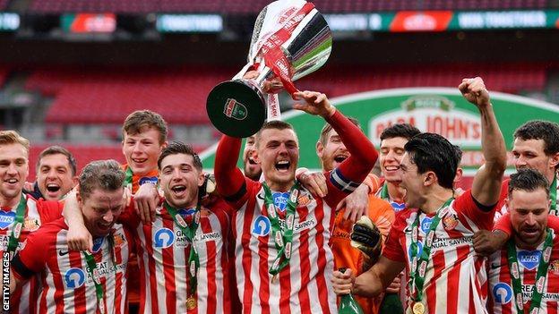 Sunderland lift the Papa John's Trophy