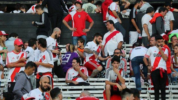 River fans wait for news on the final