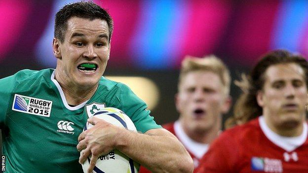 Jonathan Sexton runs in Ireland's third try against Canada
