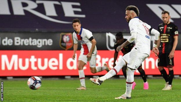 Neymar converts a penalty against Rennes