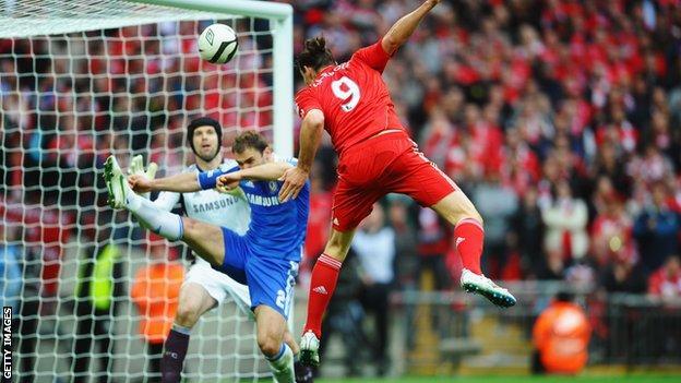 Andy Carroll trifft für Liverpool gegen Chelsea