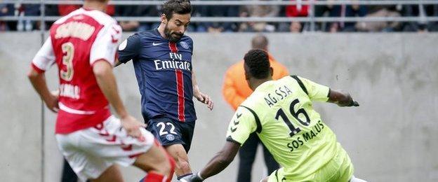Ezequiel Lavezzi of Paris St-Germain is denied by Reims goalkeeper Kossi Agassa