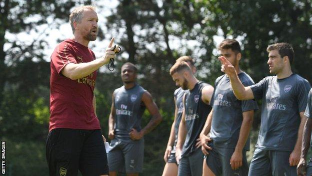 Darren Burgess talks to Arsenal players during training