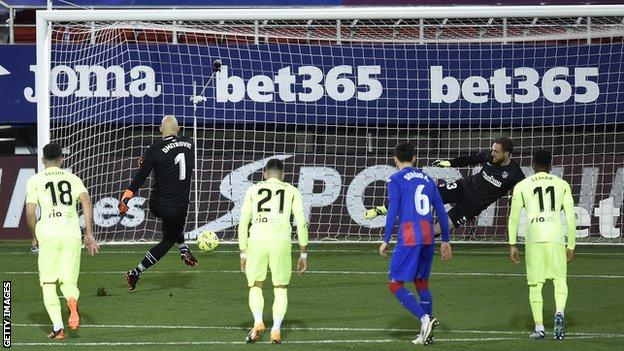 Marko Dmitrovic scores a penalty for Eibar against Atletico Madrid