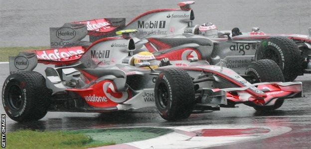 Lewis Hamilton battling with McLaren team-mate Fernando Alonso at the 2007 Japanese Grand Prix