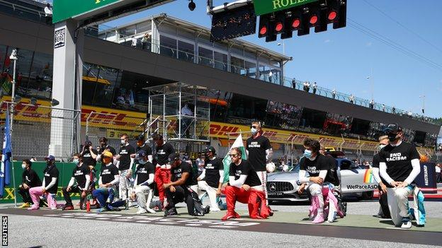Drivers take the knee or stand before the Austrian GP