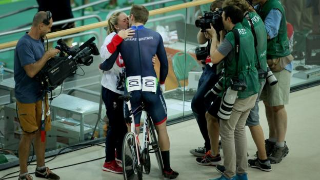Jason Kenny and Laura Trott kiss