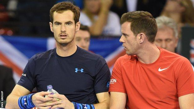 GB captain Leon Smith (right) in conversation with star player Andy Murray
