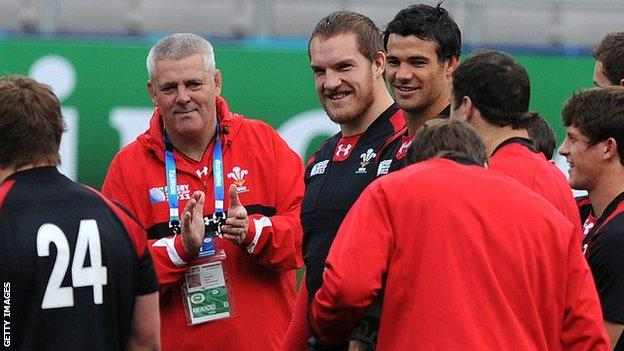 Warren Gatland, Gethin Jenkins and Mike Phillips during a Wales training session