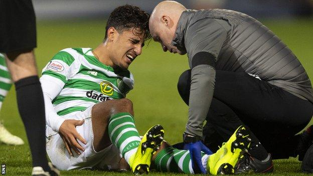 Daniel Arzani receives treatment after suffering the injury against Dundee