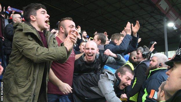 Lincoln fans celebrate