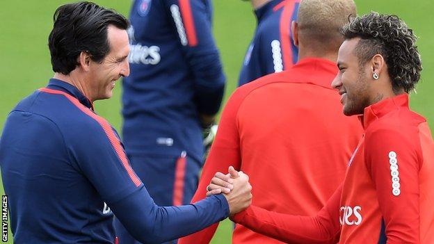 Unai Emery and Neymar shake hands