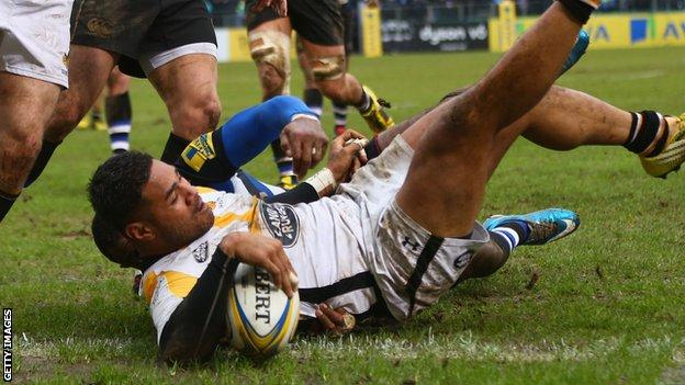 Frank Halai scores a first-half try for Wasps