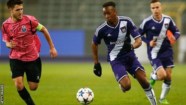 Dodi Lukebakio playing for Anderlecht