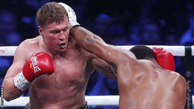 Alexander Povetkin (left) fights Michael Hunter