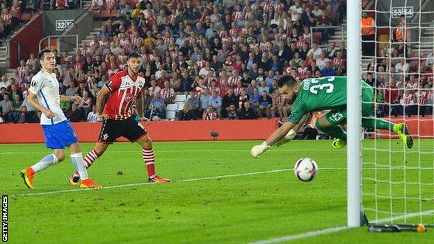 Charlie Austin heads Southampton's second goal against Sparta Prague