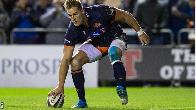 Duhan van der Merwe scores a try for Edinburgh