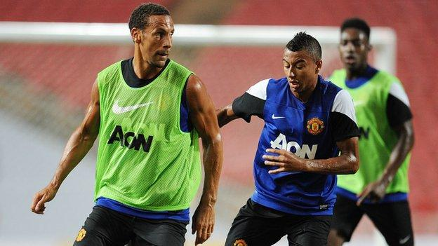 Jesse Lingard and Rio Ferdinand in training together for Manchester United