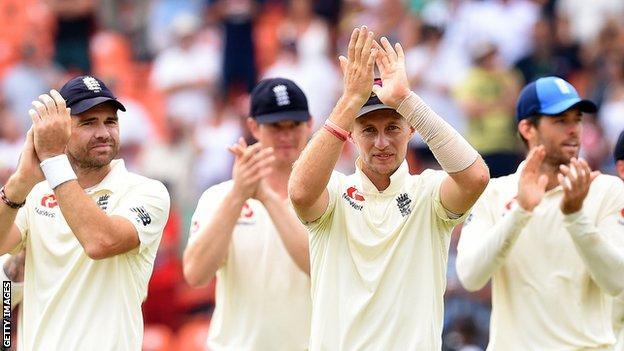 Joe Root and the England players applaud