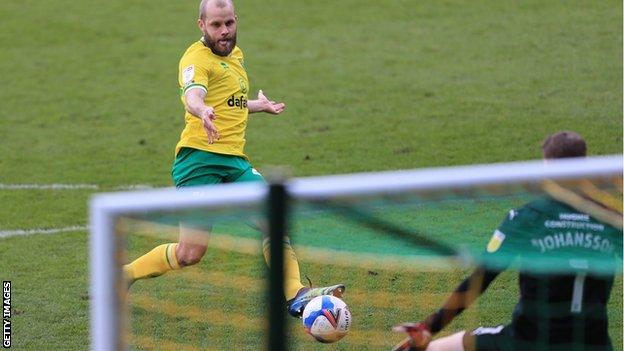 Teemu Pukki scores for Norwich