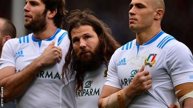 Martin Castrogiovanni (centre) lines up with his Italy team-mates