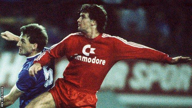 Mark Hughes in action for Bayern Munich in 1987 against Everton